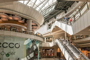 tiendas en un centro comercial