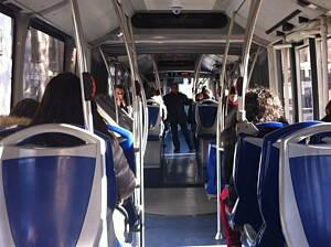 pasillo de un autobus