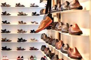 zapatos en una zapateria