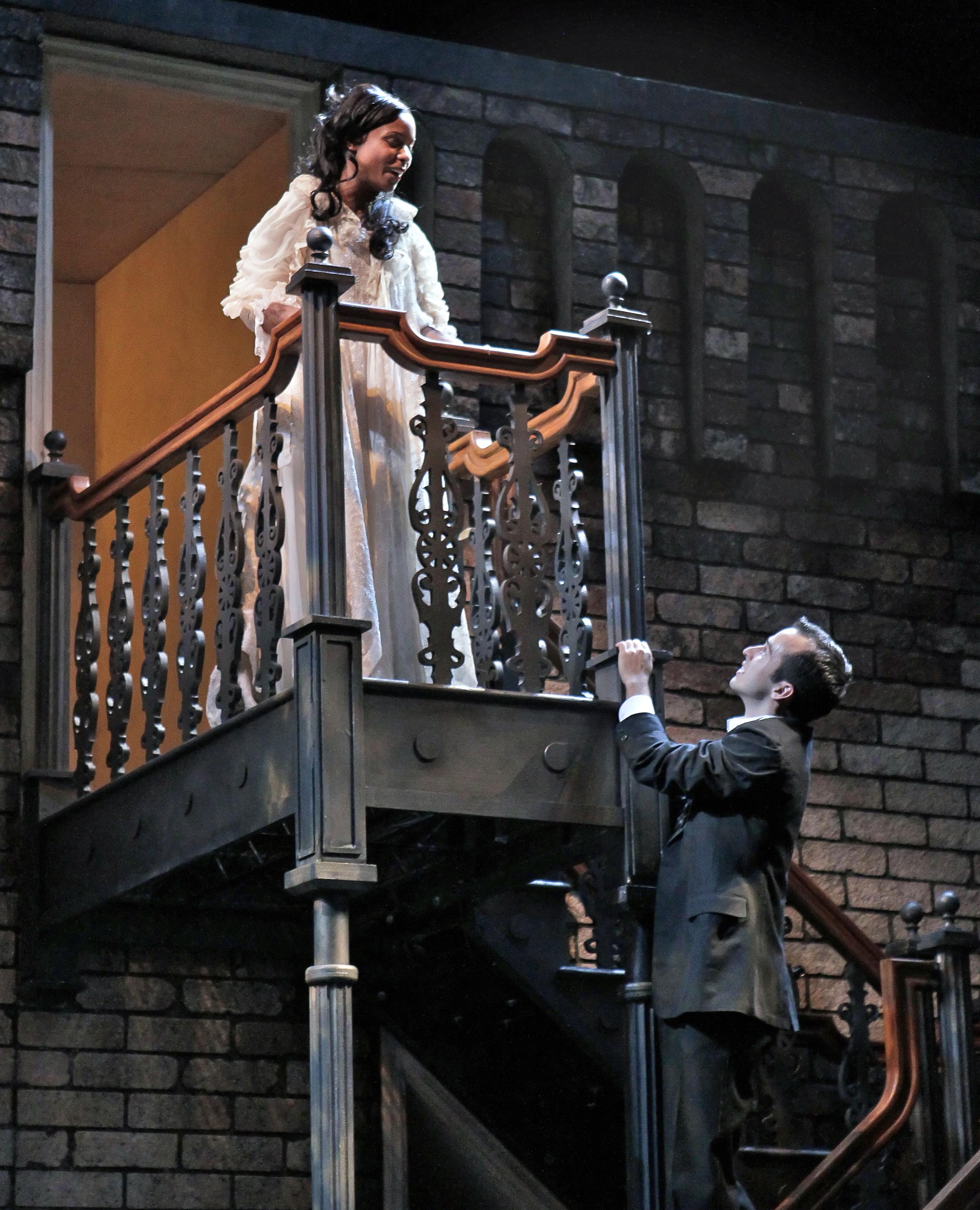 Romeo balcony scene - dcbulo.com.