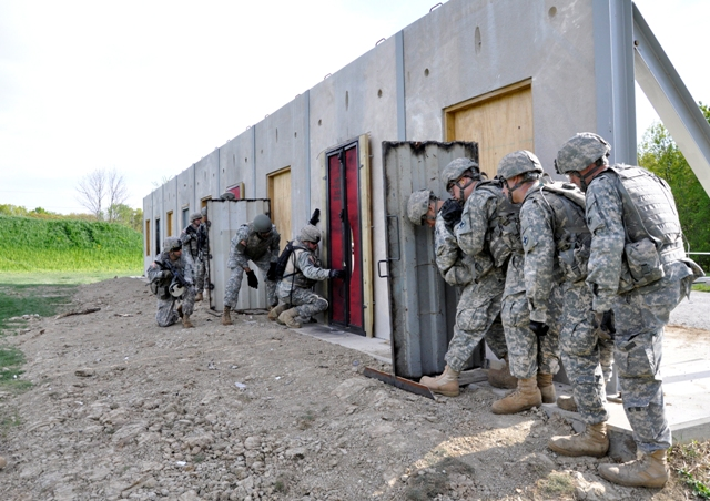 Photo of U.S. Army Soldiers Simulate Breaching a House - Acclaim ...