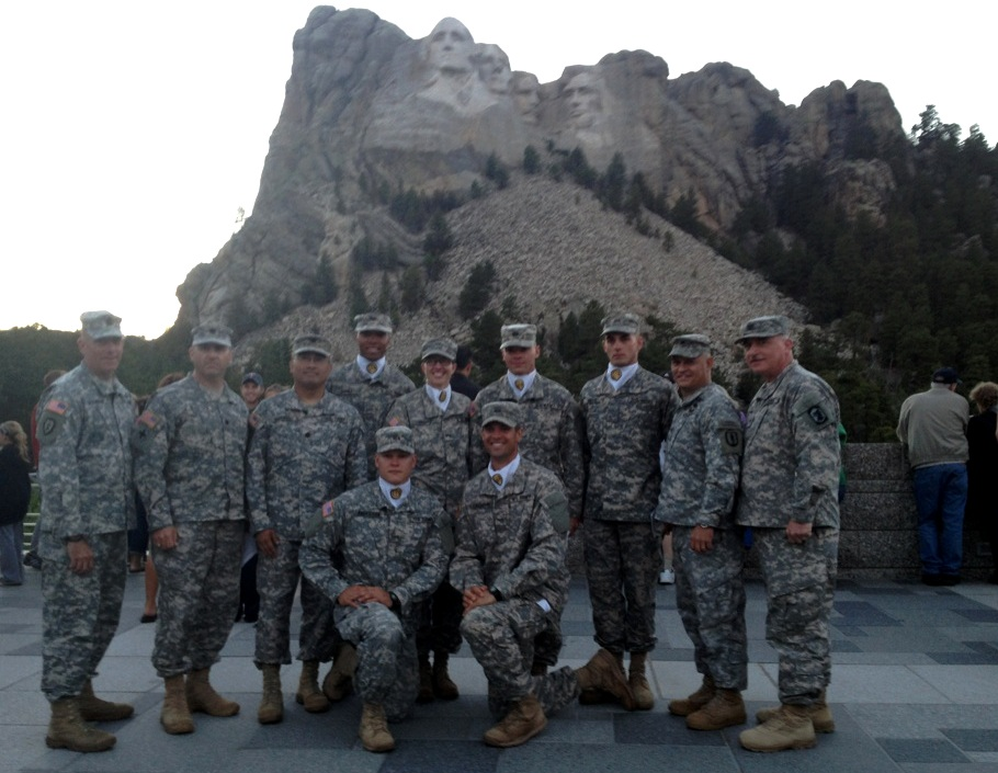 Etonnant Six Illinois National Guard Soldiers, All Graduates Of The South Dakota Army  National Guardu0027s Accelerated Officer Candidate School Stand With Senior  Leaders ...