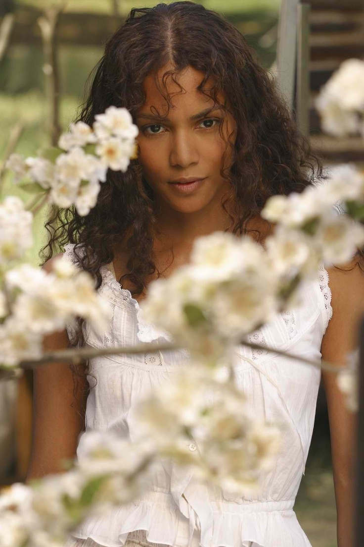 eyes on zora series focuses on the life and legacy of zora neale still from film their eyes were watching god 2005 starring halle berry cheryl howard as zora neale hurston