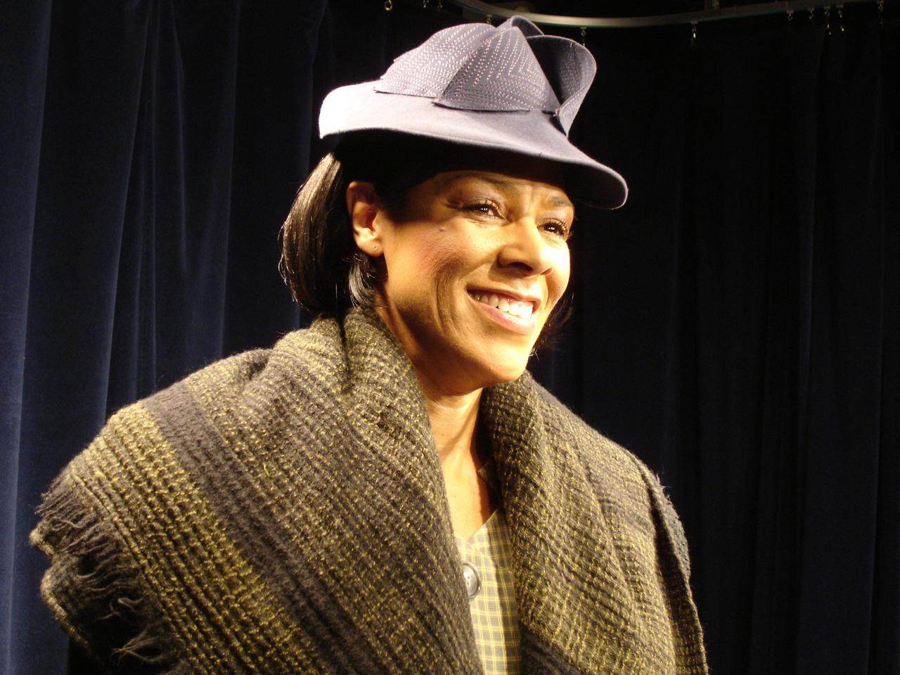 eyes on zora series focuses on the life and legacy of zora neale cheryl howard as zora neale hurston in american place theatre performance of zora