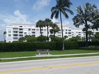 Online Auction: CO-OP UNIT (2840 South Ocean Blvd, Apt 209) In Palm Beach, FL