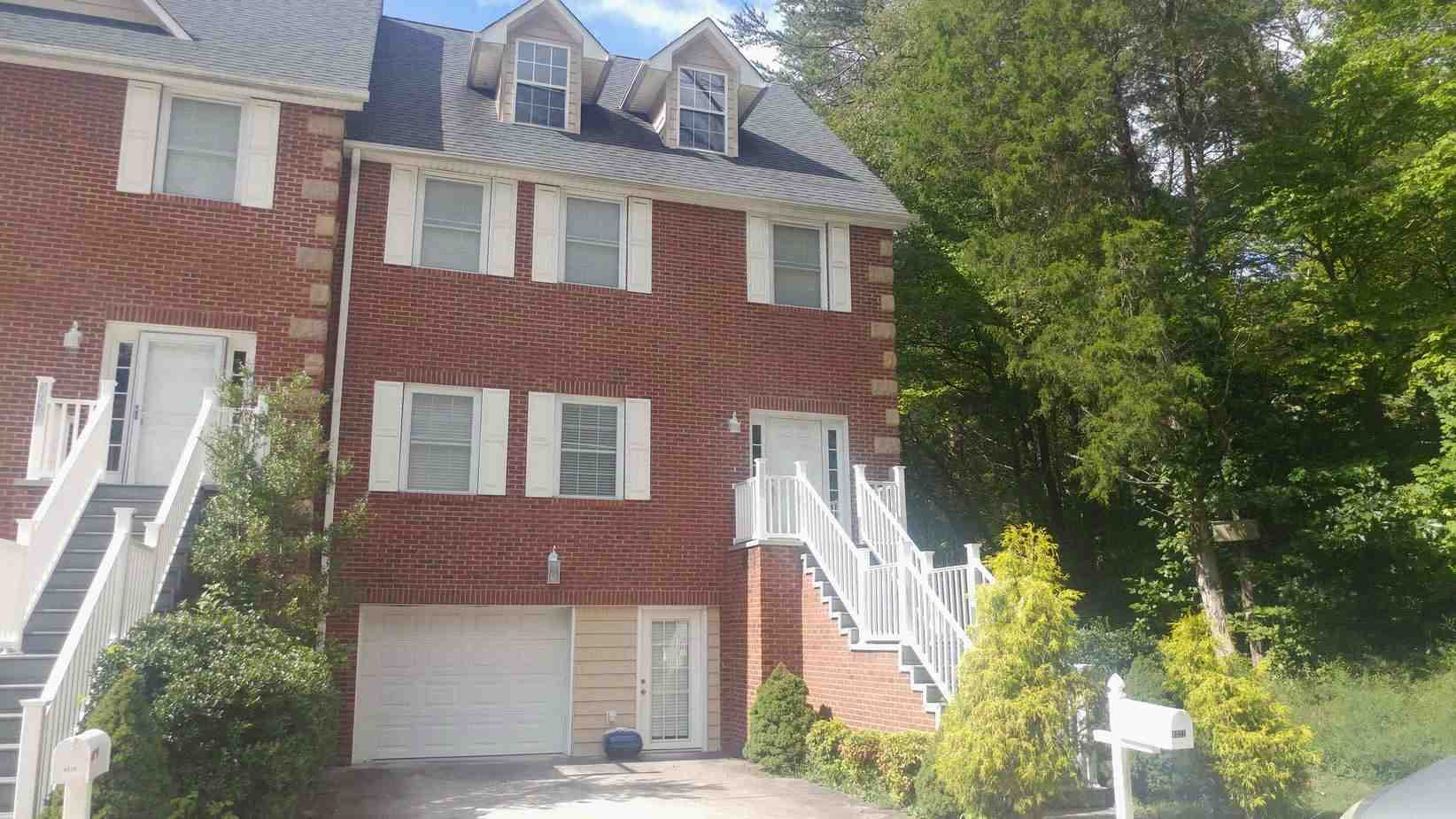 Live Auction: Townhouse-Style Condo (4221 Craigleath Way) In Knoxville, TN