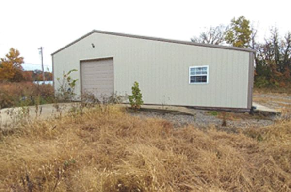 Online Auction: Land With Structure (921 County Road 1350 N.) In Carmi, IL