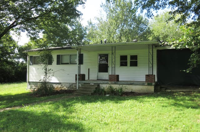 Online Auction: Single Family Home (1346 Highway 47 East) In Dickson, TN