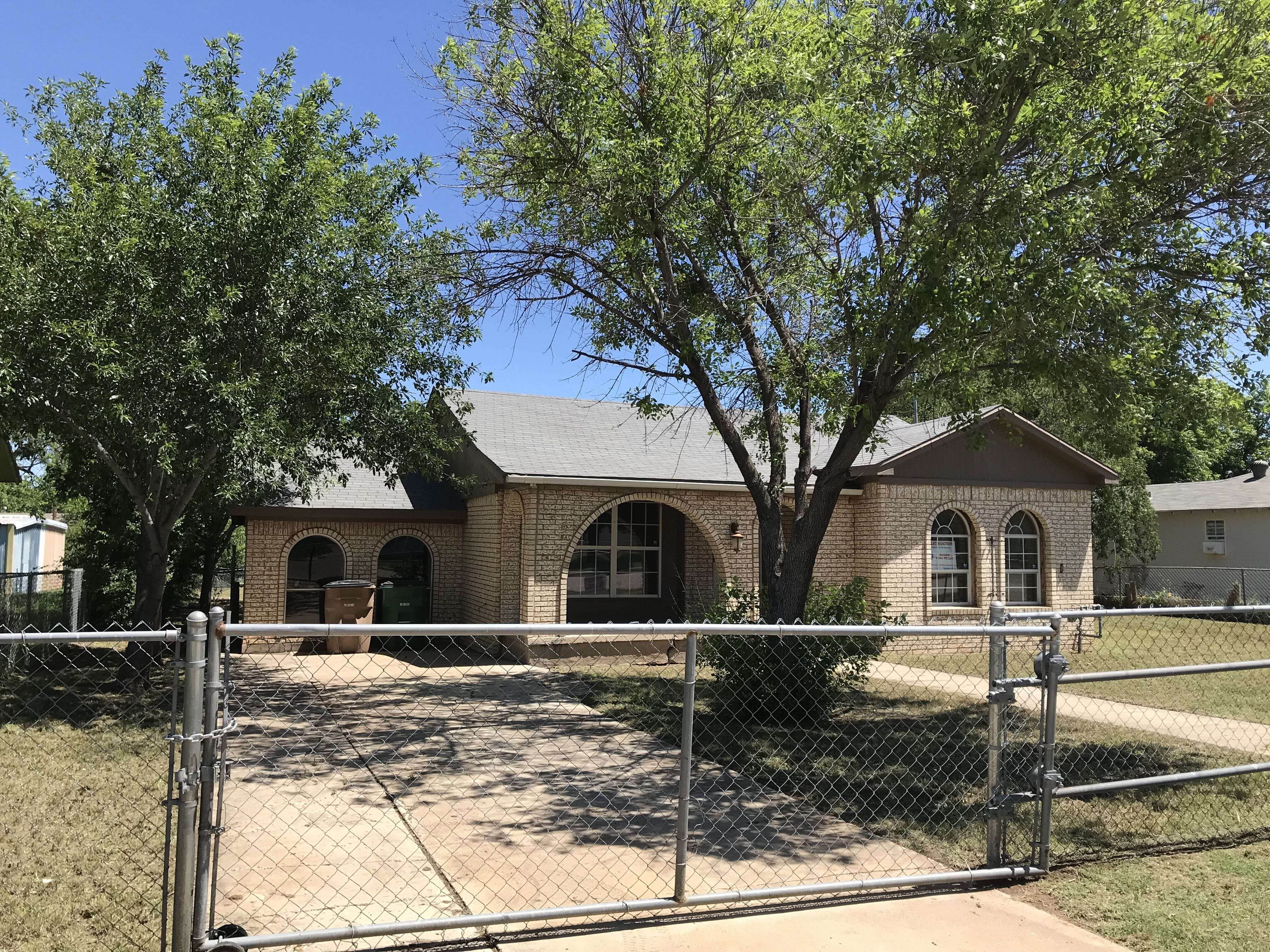 Online Auction: Single Family Home (110 Belaire Ave) In San Angelo, TX