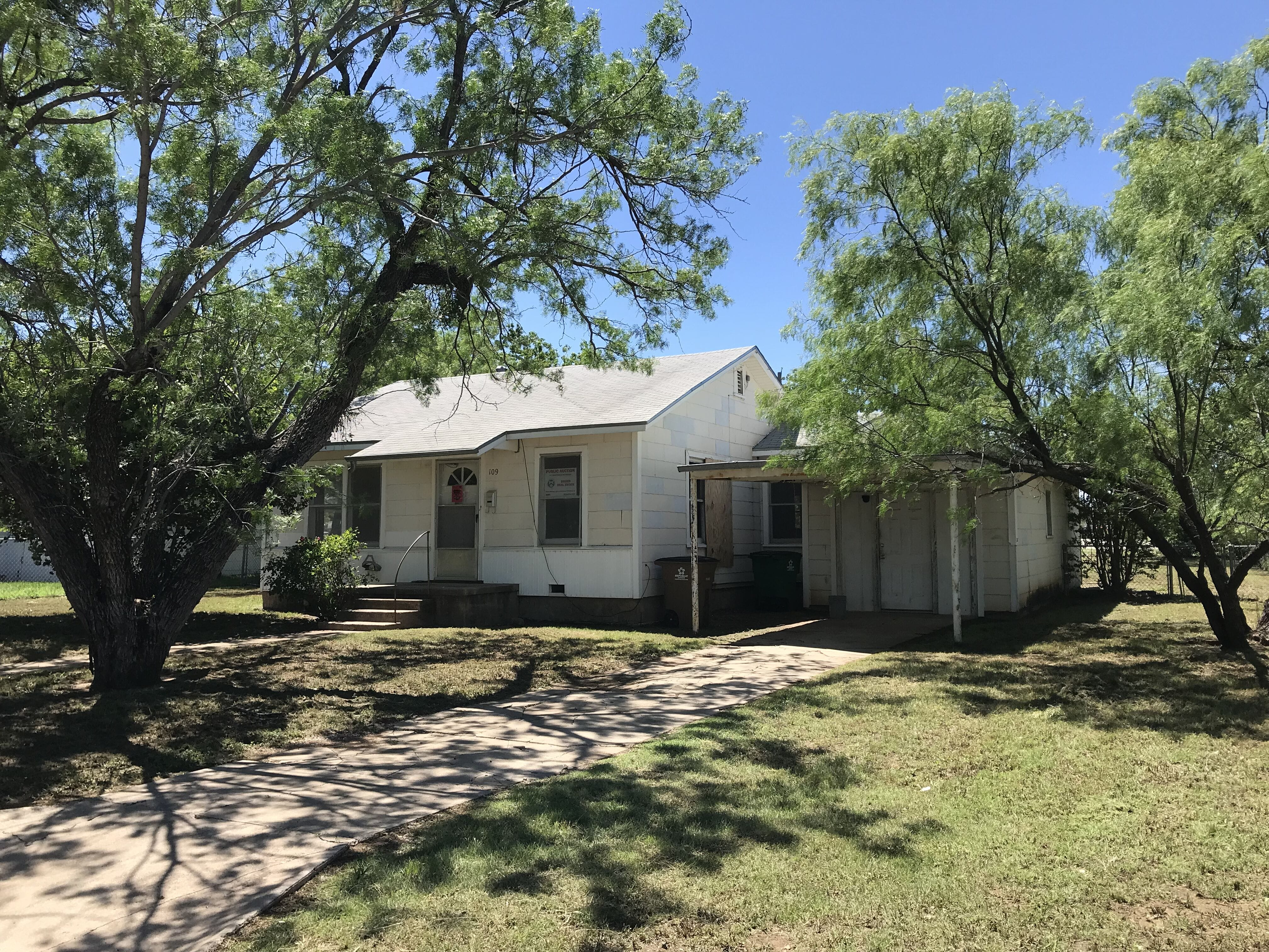 Online Auction: Single Family Home (109 Belaire Ave) In San Angelo, TX