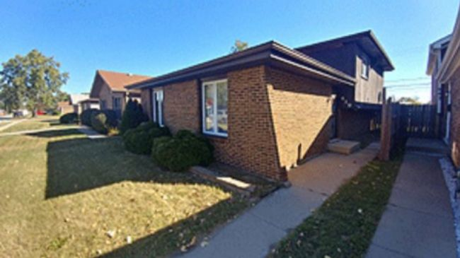 Online Auction: Single Family Home 439 S. Hoxie Ave. In Calumet City, IL