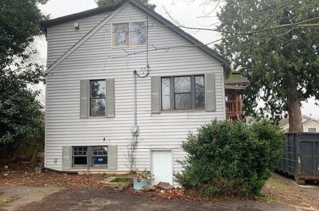 Side 8310 37th Ave S, Seattle, WA (3)