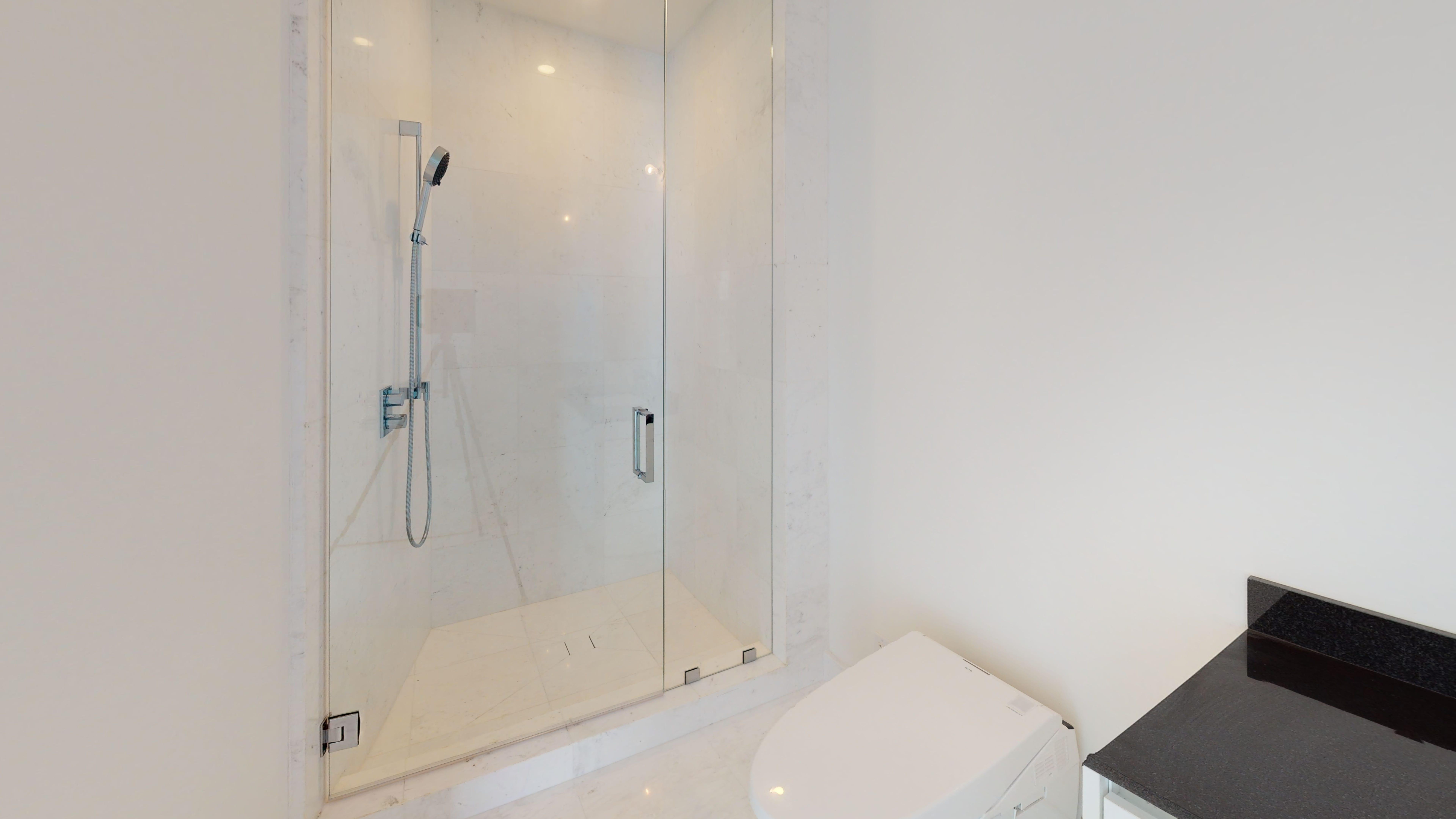 Porsche-Design-Tower-Unit-2205-Bathroom(1)