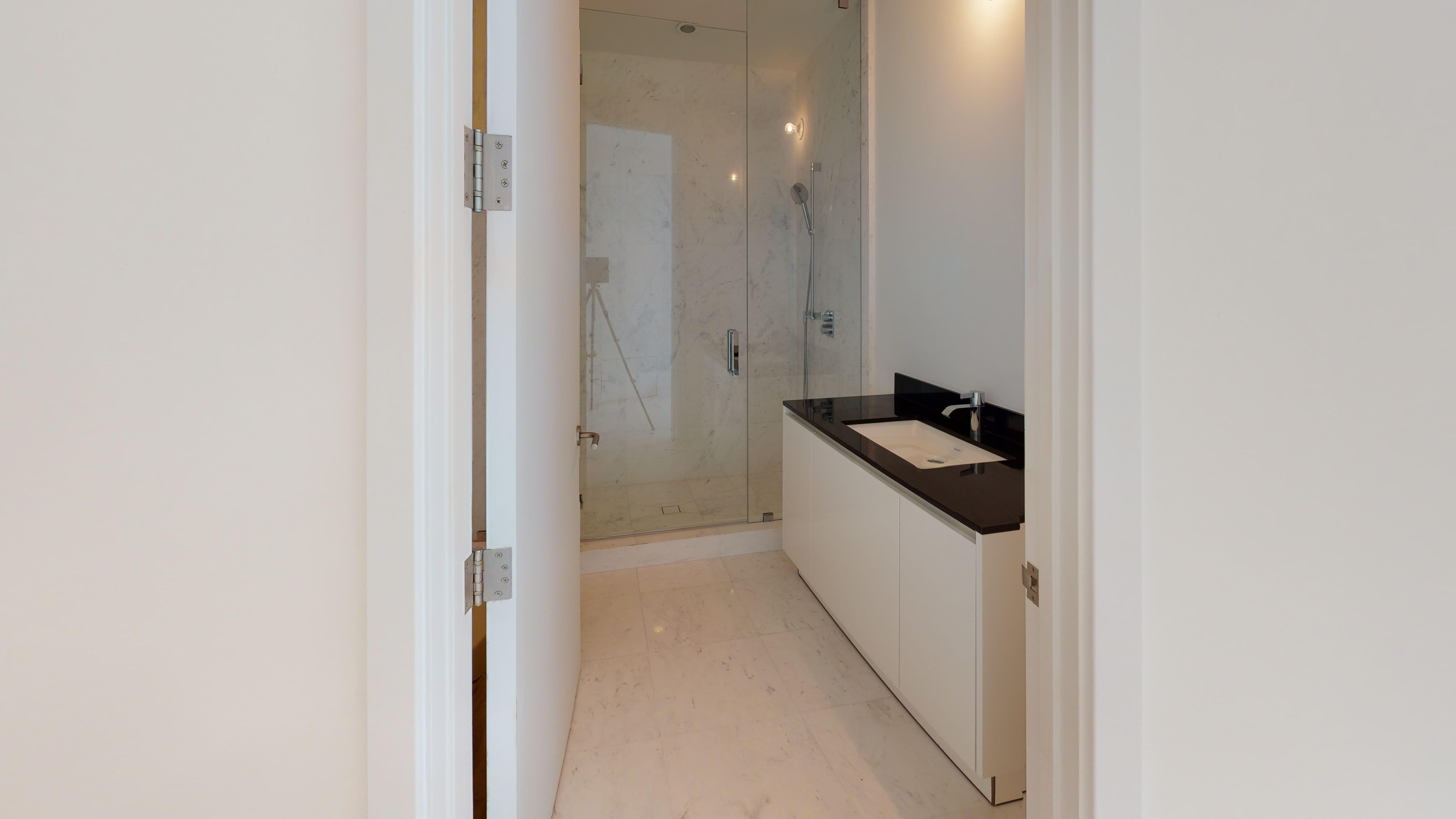 Porsche-Design-Tower-Unit-2205-Bathroom(2)