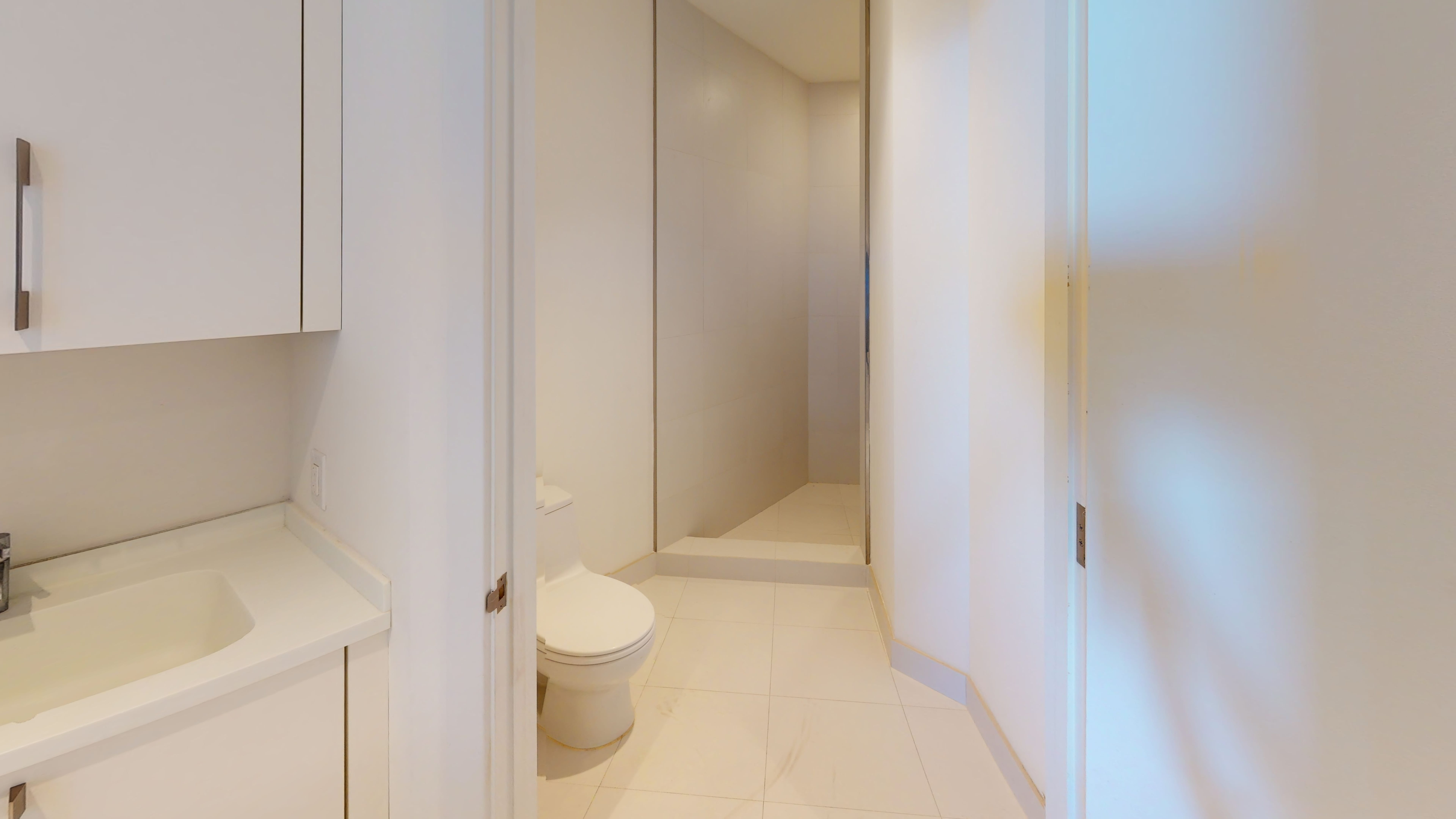 Porsche-Design-Tower-Unit-2205-Bathroom(3)