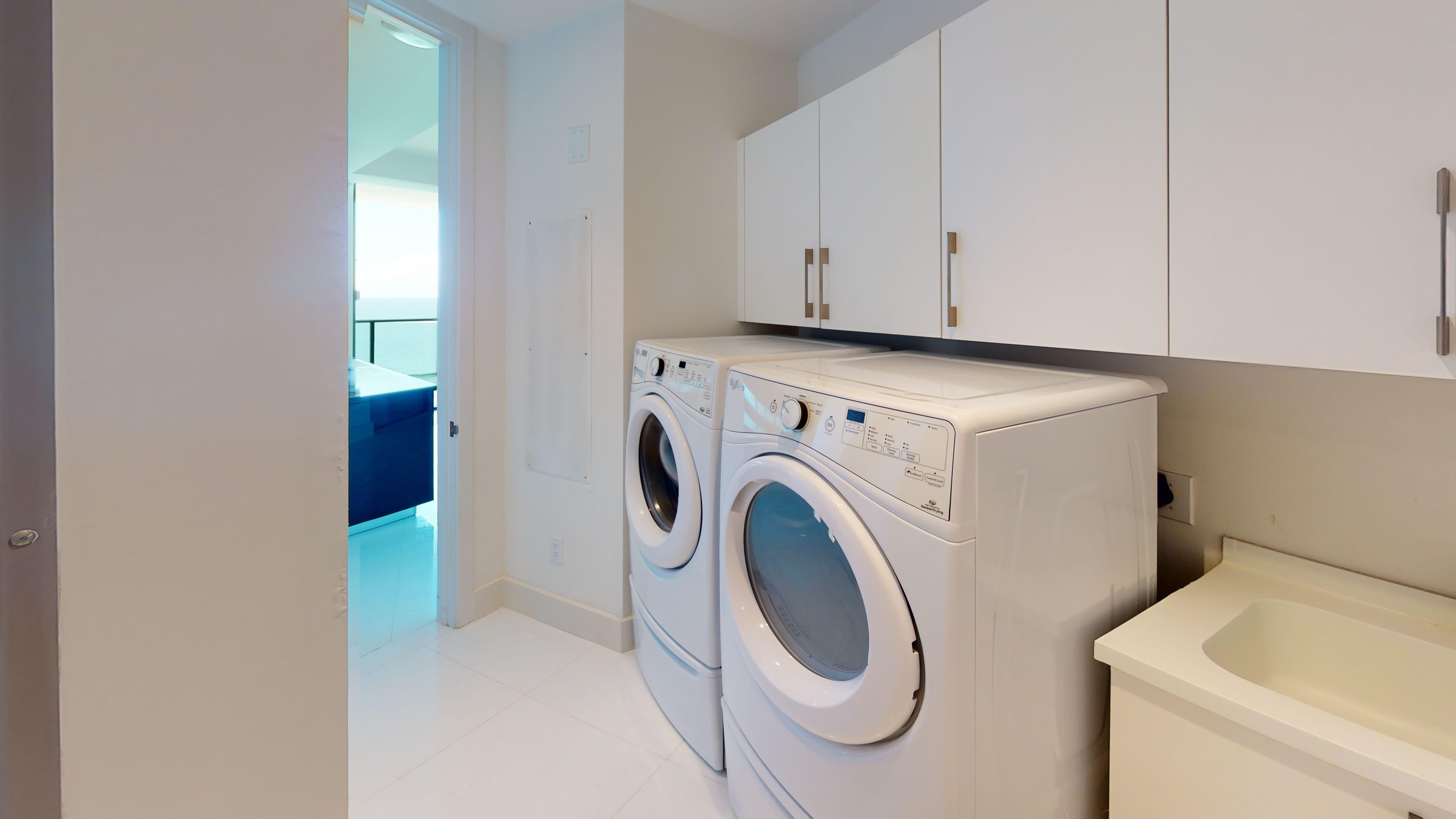 Porsche-Design-Tower-Unit-2205-Laundry