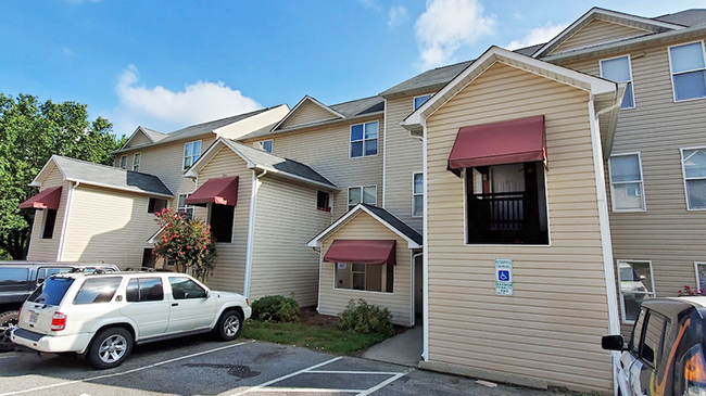 Online Auction: Multi-Family Building 302 Ardale Dr, High Point, NC