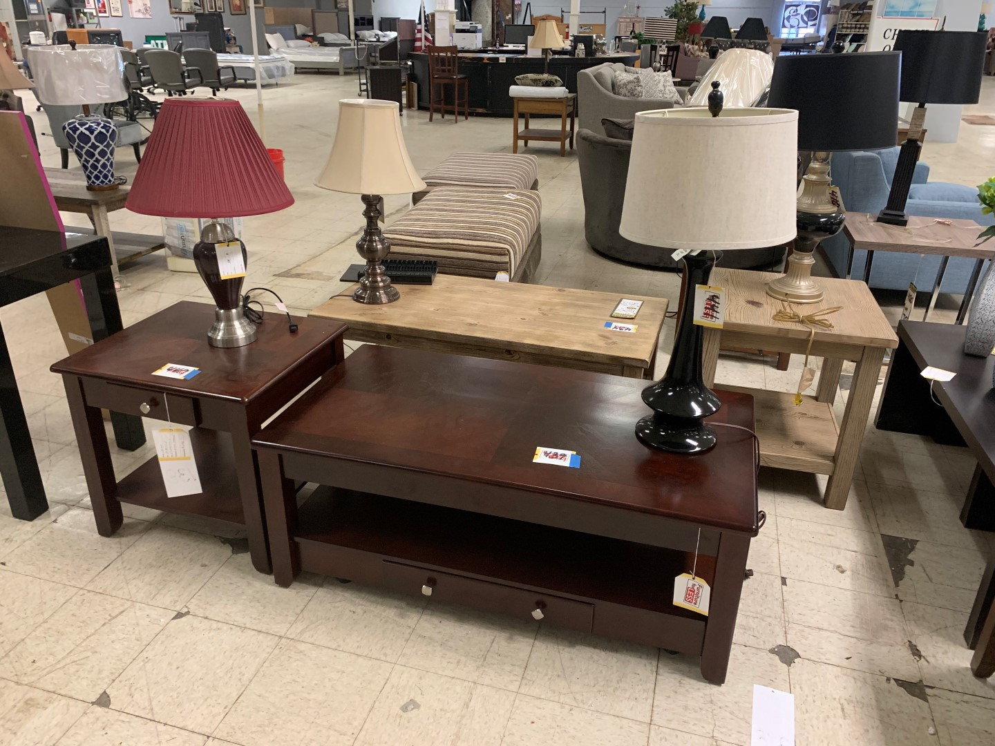 Astonishing Furniture Store Showroom Online Auction In Indianapolis In Evergreenethics Interior Chair Design Evergreenethicsorg