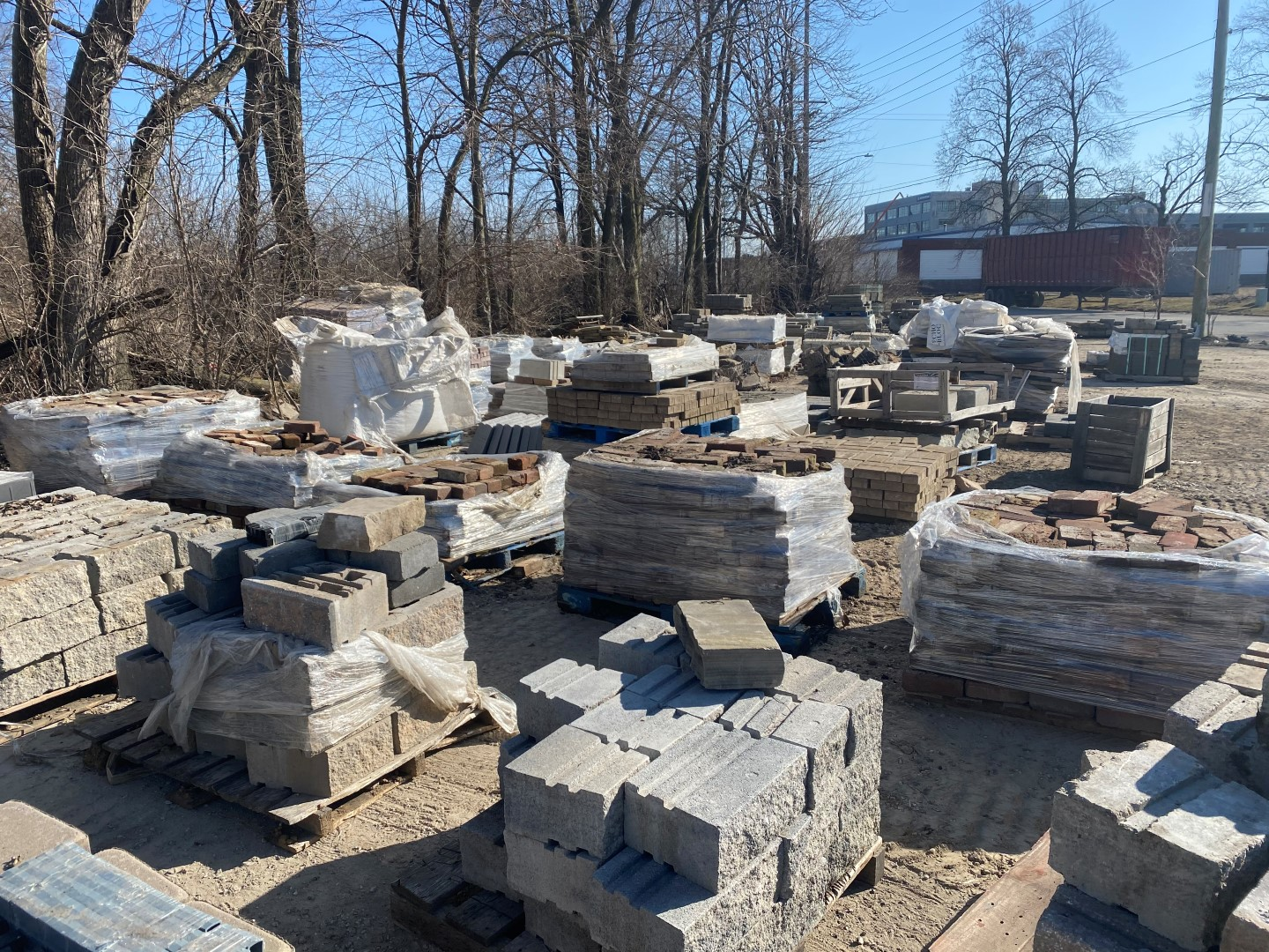 Hardscape Online Auction In Indianapolis, IN