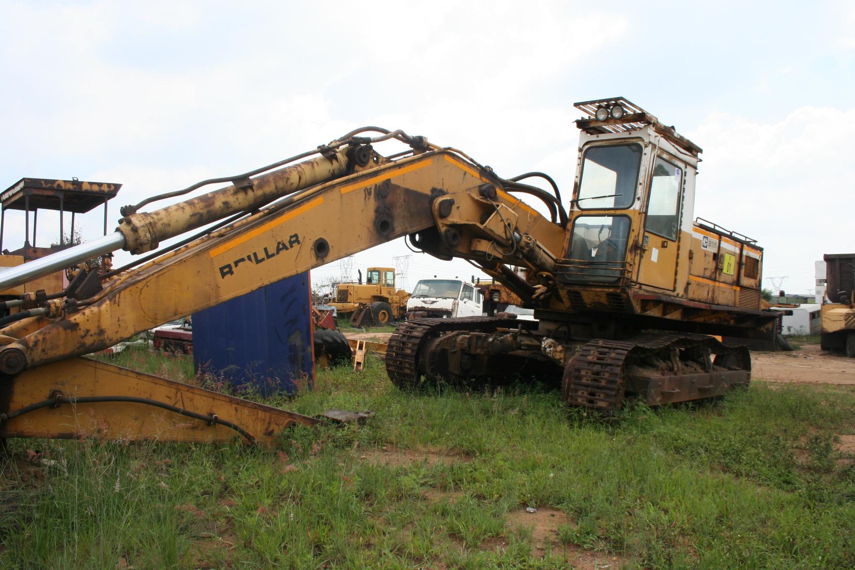 CAT 235 Excavador (Desnudándose Por Repuestos)