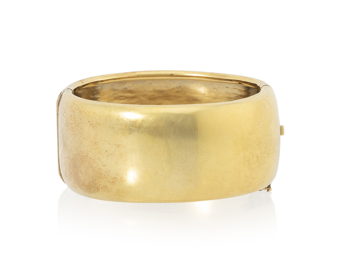 A gold hinged bangle bracelet