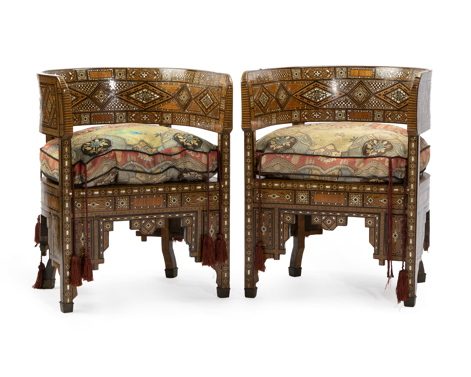 Moran's first Traditional Collector auction of the year features fine furniture, décor, and artwork from the world's most beloved artisans