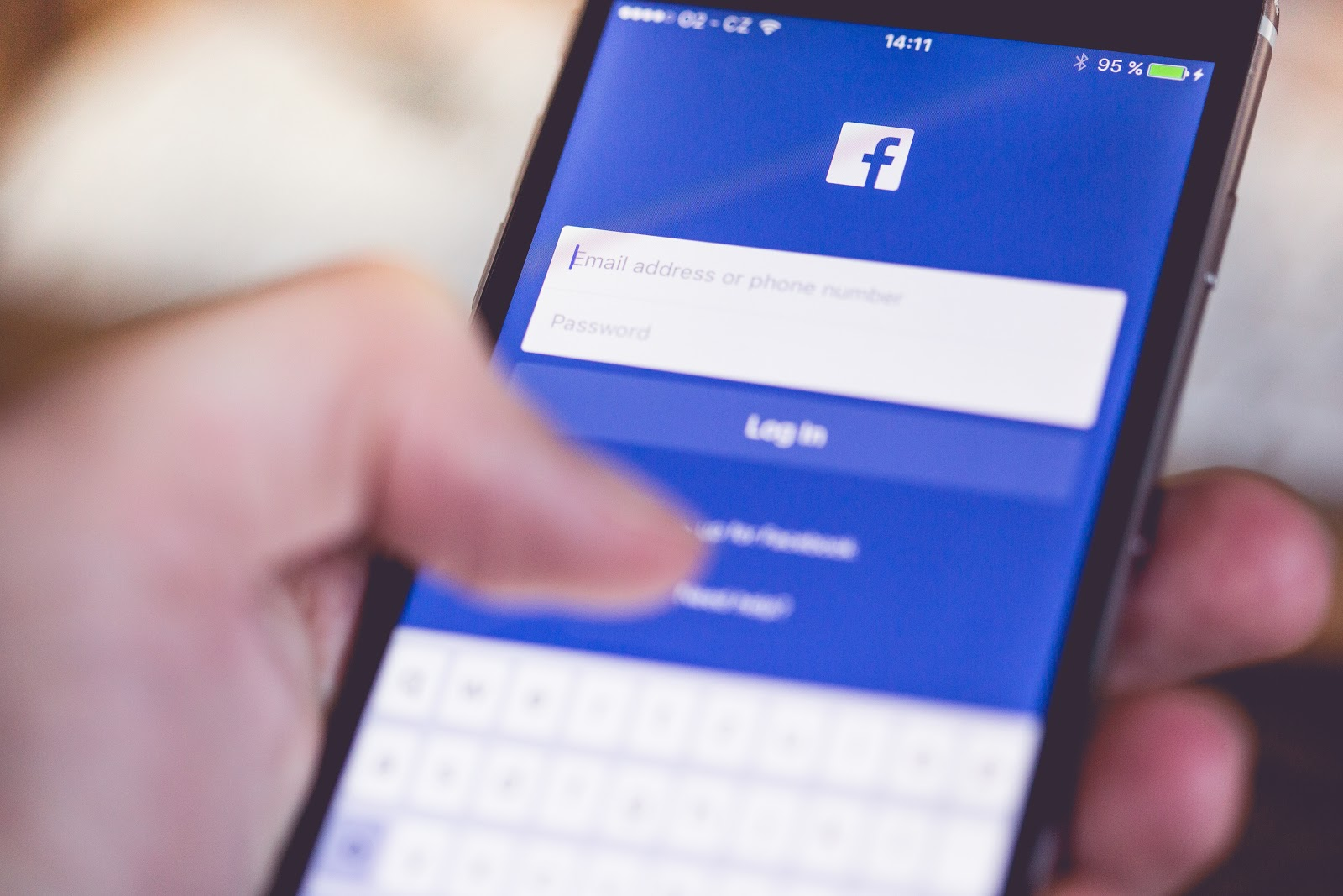facebook-app-login-splash-screen-on-iphone-picjumbo-com.jpg