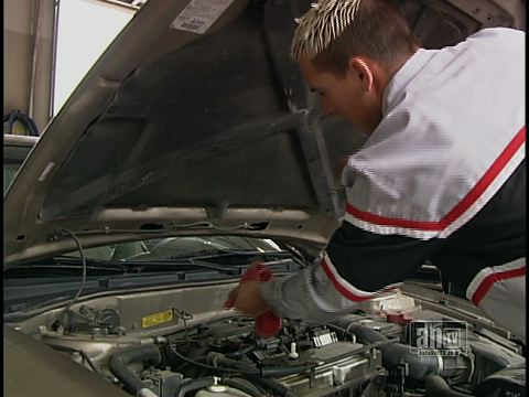 Fuel Saving Tip: Dirty Oil in Your Daytona Beach Vehicle