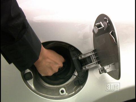 FuelSavingTips-GasCap_DaveS_Chromakey_Repoort_v1.jpg