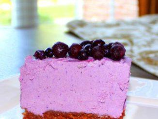"""Raw Vegan Blueberry Chocolate Crust """"Cheesecake"""
