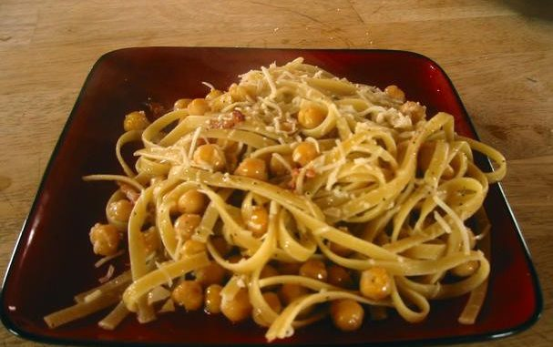 Linguine With Chick Peas and Bacon