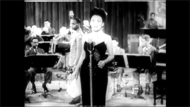 1940s:  Lena Horne sings