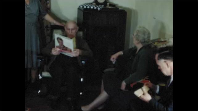 1940s: UNITED STATES: family visit grandchildren