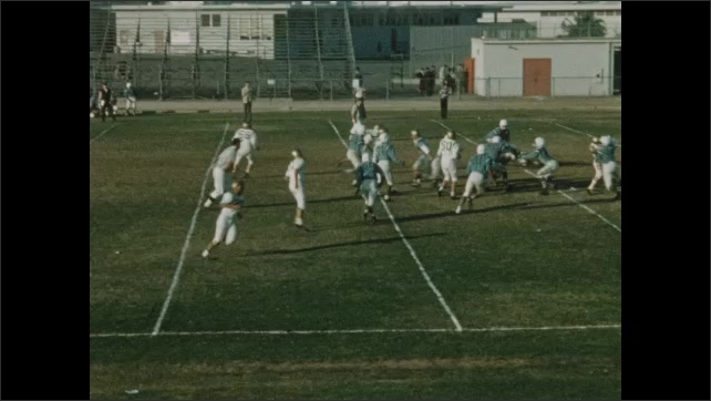 1940s: UNITED STATES: player breaks away from group.