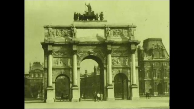 1920s: Water fountain and neoclassical buildings. Arc de Triomphe du Carrousel.