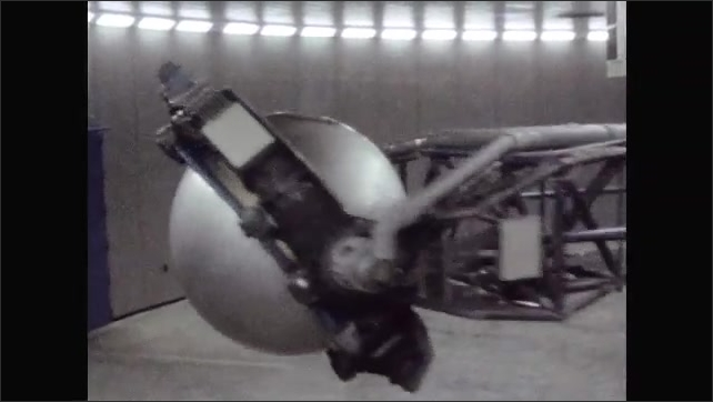 1960s: UNITED STATES: machine spins astronauts in centrifugal force training.