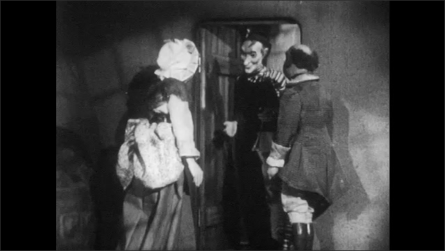 1940s: Pied piper puppet talks to man and woman puppet.