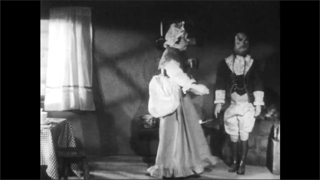 1940s: Man and woman puppet argue.