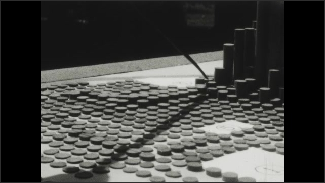1930s: Pointer points at pegs of varying heights.