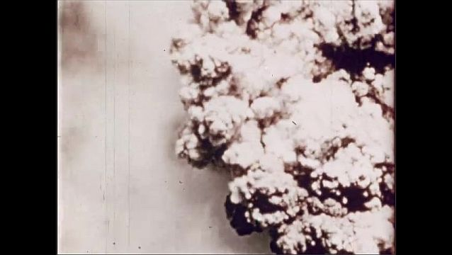 1940s: UNITED STATES: view of explosion from directly above. Cloud column formation.