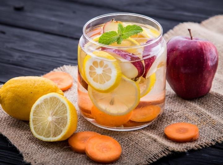 lemon apple detox water