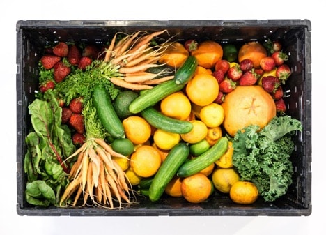 meal delivery service box of fresh vegetables