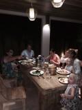 Aan tafel new years dinner