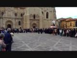 Processie 2 voor de kerk