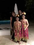 Met de danseressen