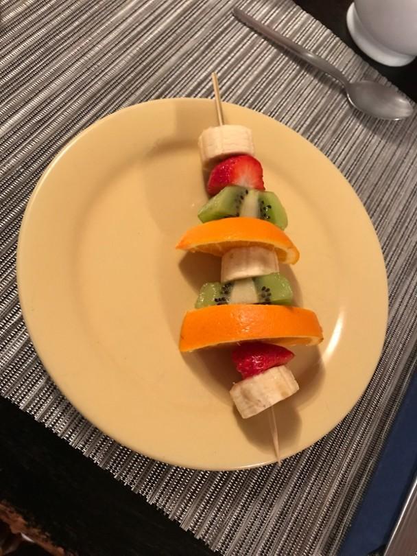 Bij het ontbijt beginnen we met n fruitspies