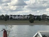 Langs de Rijnoever in Düsseldorf
