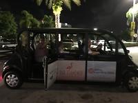 Moe maar voldaan met het golfkarretje met chauffeur terug naar het hotel.