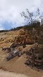 Gekleurd zand op de rotsen