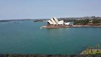 Zicht vanaf Harbour Bridge op Opera House